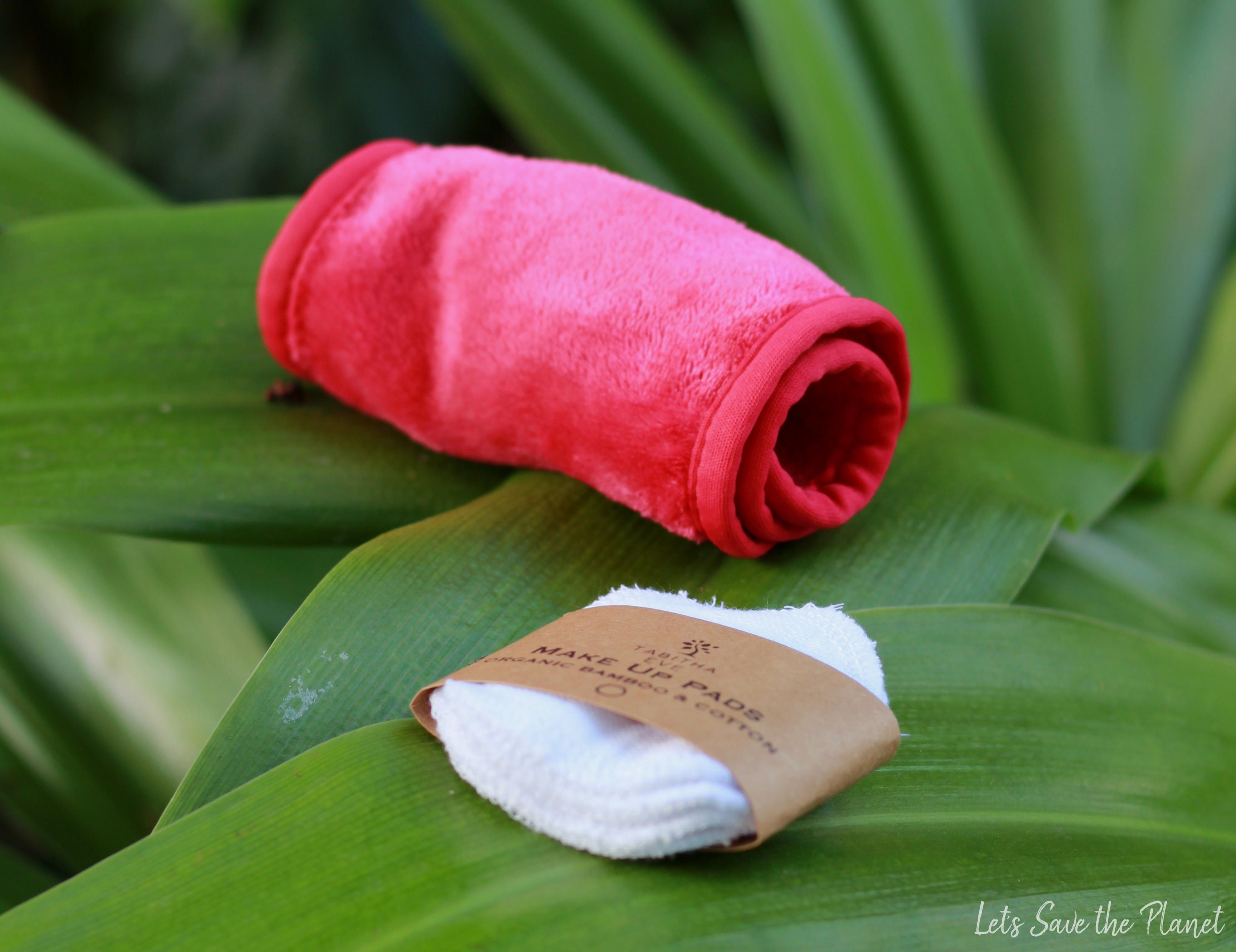 Duas alternativas aos discos de algodão descartáveis. A toalha desmaquilhante e os discos de algodão reutilizáveis