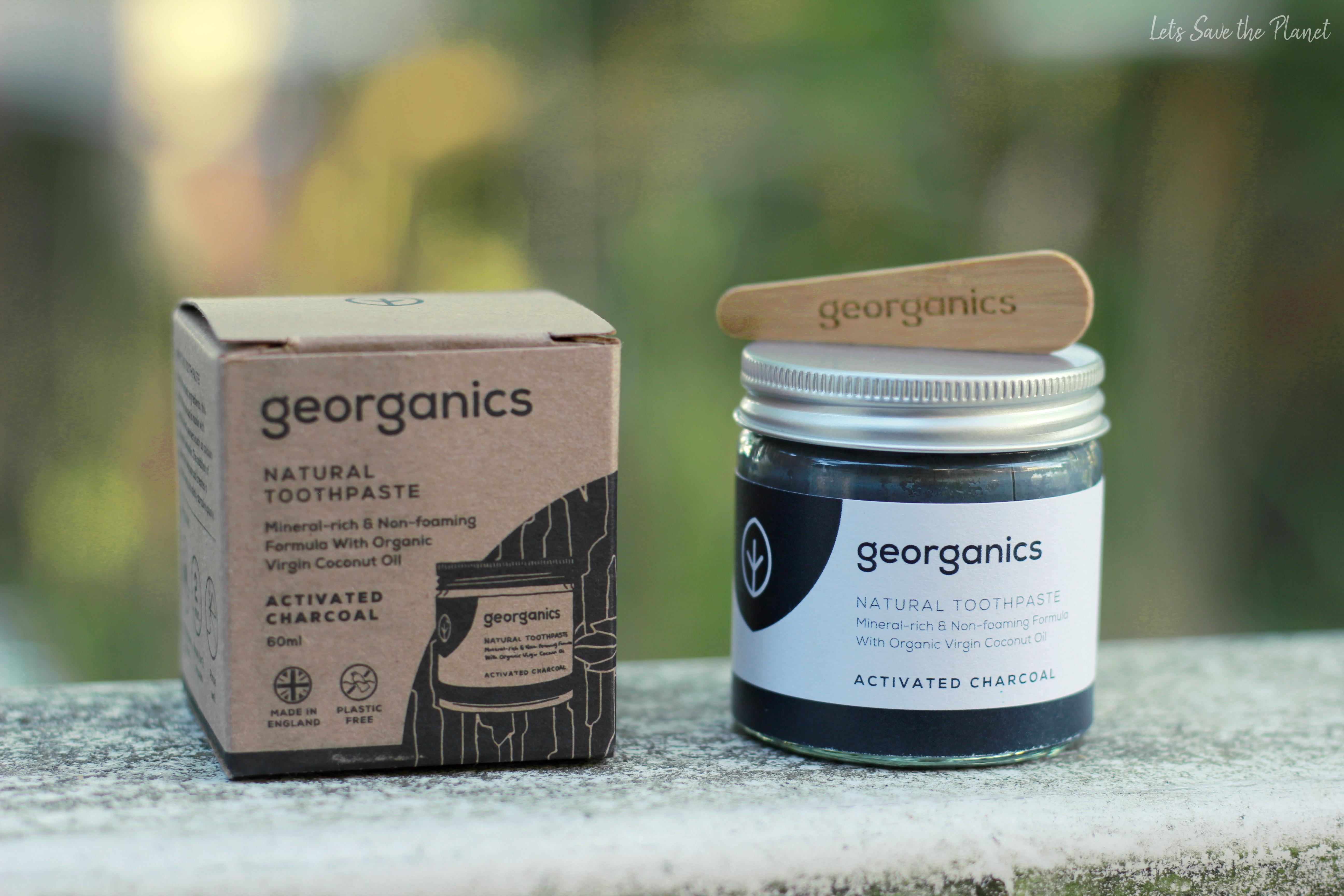 Pasta de dentes da georganics com respetiva embalagem e espátula
