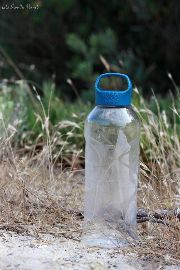 garrafa de água de plástico desportiva. Uma boa opção para fazer desporto mas há que ter cuidado com elas!
